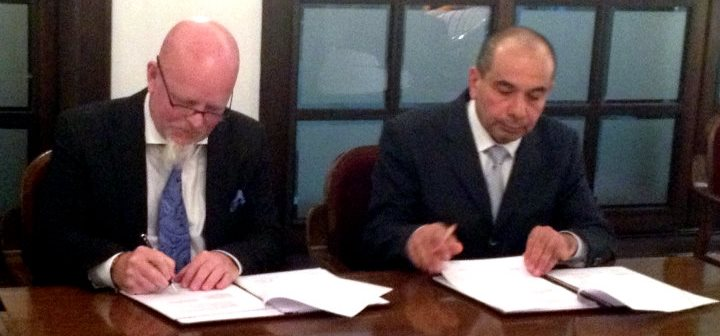 KGH Border Services VP and COO Patrik Heinesson and Director Gambay Aliyev signs the contract.